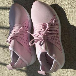 Used puma tennis shoes